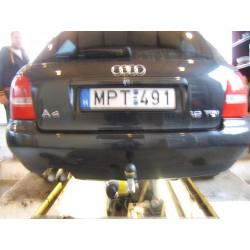 Audi A4 limuzin, kombi vonóhorog